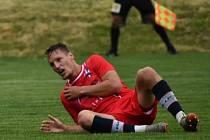 Fotbalisté Líšně (v červených dresech) podlehli Opavě 0:1