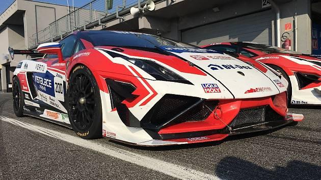 Jezdci brněnské stáje Mičánek Motorsport s nadupanými vozy Lamborghini Gallardo. Ilustrační foto.