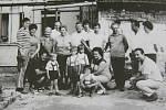 Rodiná sešlost na zahradě Antonína Ambrozka
