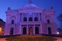Modré Mahenovo divadlo.