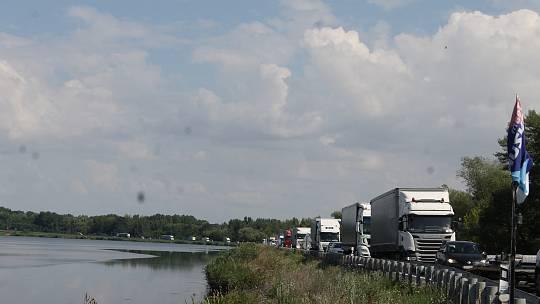 Na mostě přes Nové Mlýny chystají silničáři úsekové měření. Příští rok pak důležitou dopravní spojnici Brna s Rakouskem uzavřou kvůli rekonstrukci.