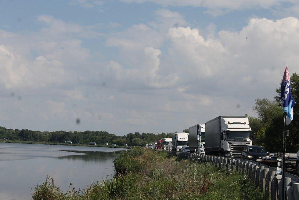 Důležitá dopravní spojnice Brna s Rakouskem. Most u Pasohlávek je uzavřený kvůli rekonstrukci.