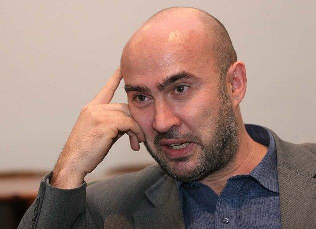 Děkan Petr Horáček.