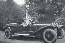Fritz Löw-Beer za volantem vozu Lancia Lambda.