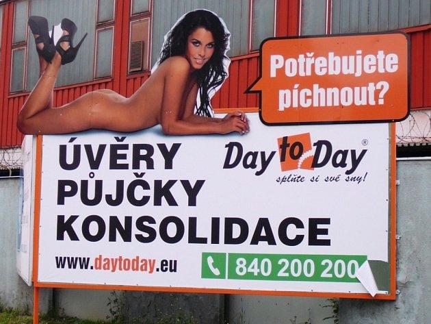 Reklama na půjčky firmy Day to Day se sloganem Potřebujete píchnout?