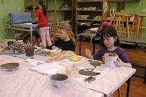Kroužek keramiky pro děti. Ilustrační foto.