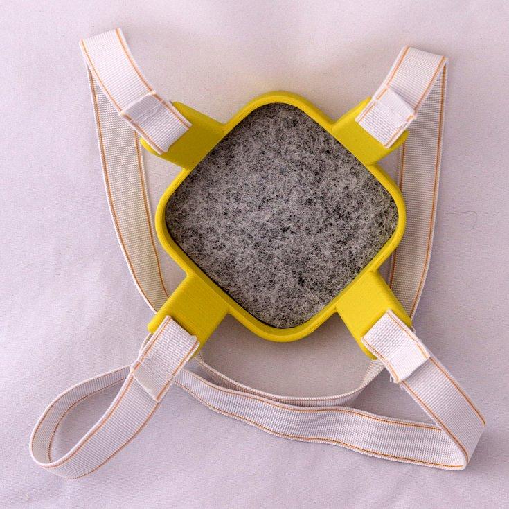 Proti koronaviru bojují také vědci z brněnské techniky. Vynalezli ochrannou polomasku, která lze vytisknout na běžné 3D tiskárně a bez použití speciálních materiálů.