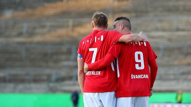 Za Lužánkami se před rokem utkaly legendy Zbrojovky Brno a Sigmy Olomouc. Duel skončil remízou 4:4.