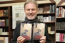 Hudební skladatel, producent a nyní také autor povídek Zdenek Merta představil svou novou knihu Pražská svatba a jiné erotické povídky.