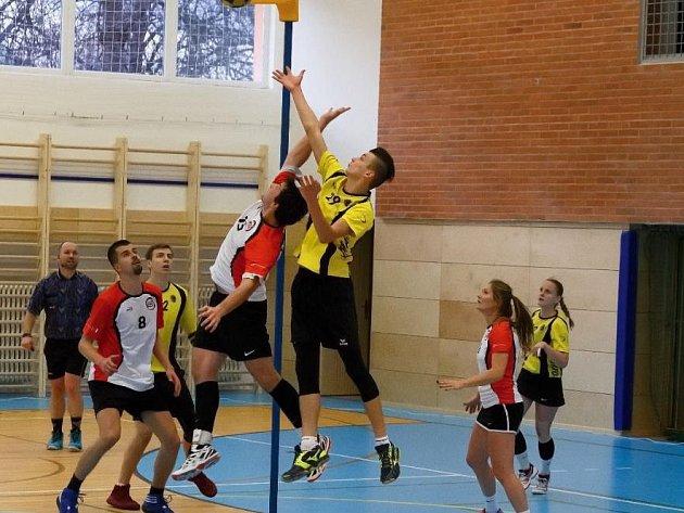 Brněnští korfbalisté nezvládli koncovku druhého utkání proti Prostějovu ve třetím kole nejvyšší korfbalové soutěže a musí se spokojit jen s jednou výhrou.