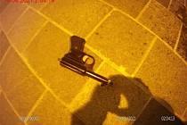 Běhal po Brně a vyhrožoval pistolí za pasem
