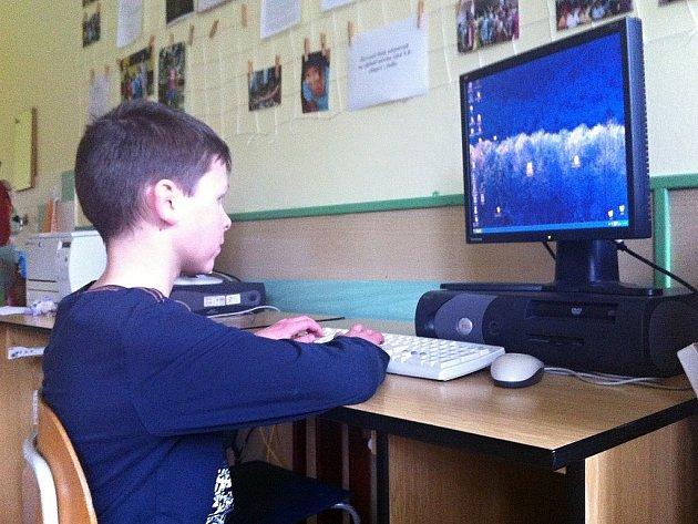 Vítěz kategorie povídek pro žáky čtvrtých a pátých tříd Filip Pszczolka.