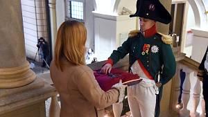 Císař Napoleon Bonaparte převzal od primátorky klíč od města Brna