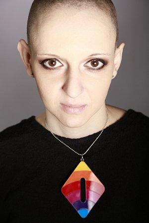 Lucie Bittalová prostřednictvím kampaně sprovokativním názvem Měsíc raka upozorňuje všechny ženy na rakovinu děložního čípku.