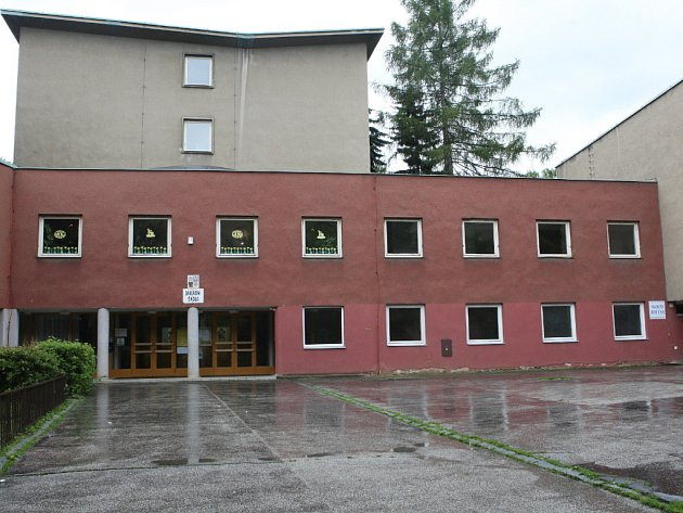 Hokejová hala u základní školy Úvoz.