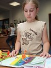 Děti v Tišnově ručně připravovaly knihy.