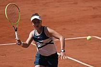 Barbora Krejčíková pokračuje v senzační jízdě na Roland Garros.