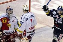 Hokejista Zdeněk Blatný (vpravo)