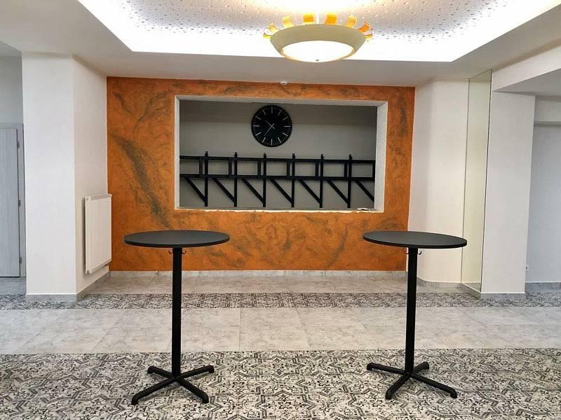 Opravené foyer kinosálu v Pohořelicích.