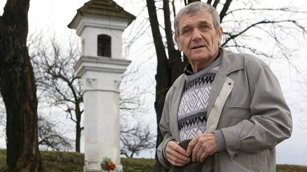 Karel Janík zatím opravil na Břeclavsku šest kaplí a přes dvacet božích muk. Podílel se také na opravách dalších památek. Například podstavce sochy svatého Leonarda, kterou v Klentnici světili loni v červnu.
