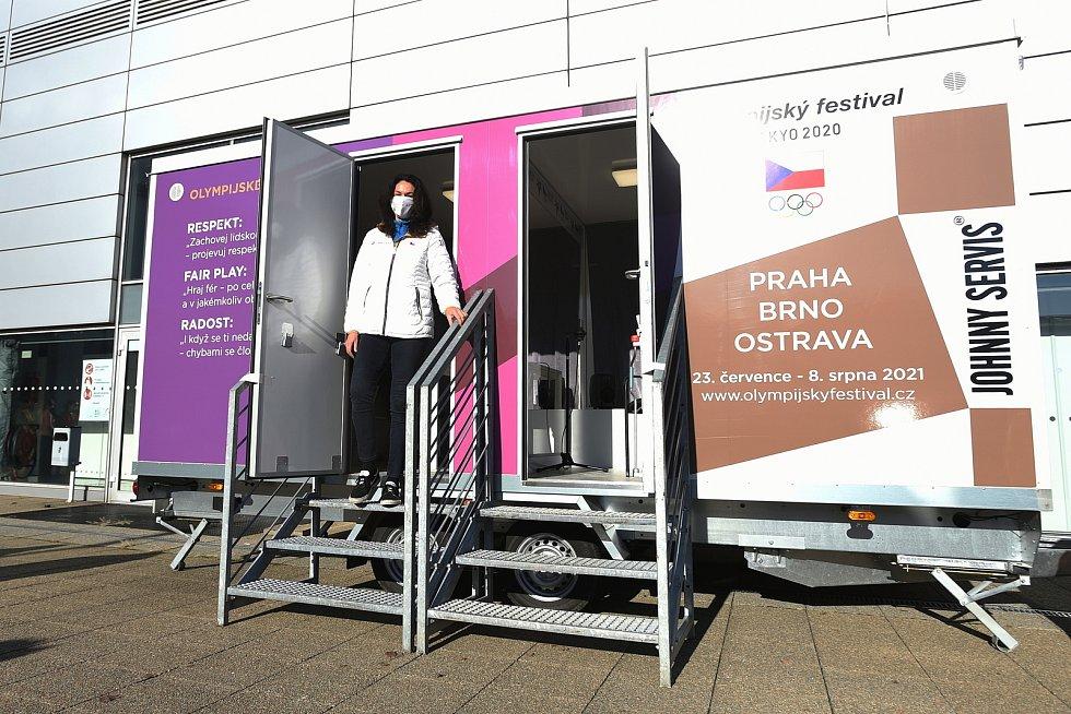 K provizorní nemocnici na BVV přivezl Český olympijský výbor tzv. Setkávač, který bude sloužit hlavně pro uzdravující se pacienty, aby se mohli bezpečně vidět se svými příbuzným.