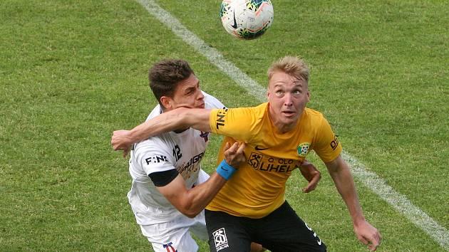 24.6.2020 - 26 kolo F:NL mezi domácí SK Líšeň (bílá - Jakub Kučera) proti FK Baník Sokolov (žlutá - Stanislav Vávra)