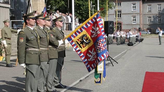 Slavnostní vyřazení absolventů vojenského studia brněnské Univerzity obrany.
