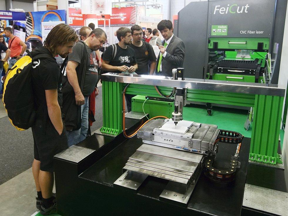 Sedmapadesátý strojírenský veletrh má ukázat vizi průmyslu v budoucnosti. Firmy proto předvádějí novinky související s masivní automatizací, robotizací a digitalizací.