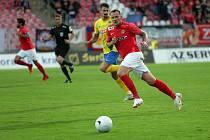 První zápas na domácím hřišti ve druhé lize odehráli fotbalisté Zbrojovky (v červeném Jakub Řezníček) s Opavou.