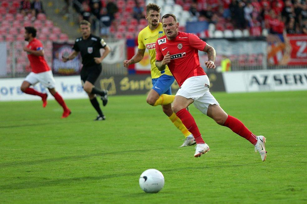 První zápas na domácím hřišti ve druhé lize odehráli fotbalisté Zbrojovky (v červeném) s Opavou.