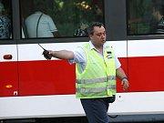 Velké dopravní komplikace způsobila v pátek o půl páté odpoledne srážka osobního auta s tramvají v Lidické ulici nedaleko centra Brna.