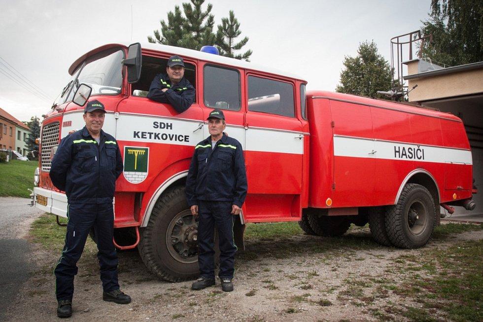 Ketkovičtí dobrovolní hasiči letos oslavili sto desáté výročí založení jednotky.
