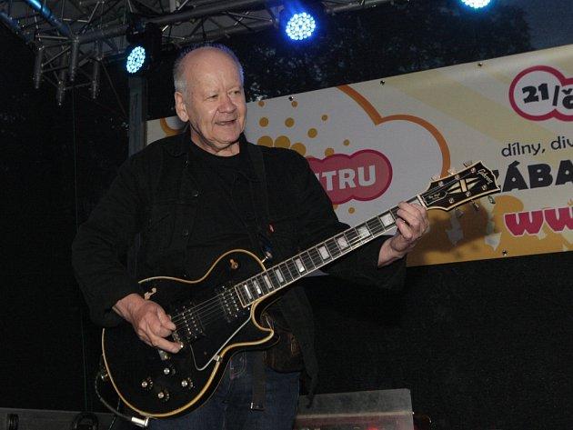 Rocková legenda Radim Hladík zahrál v pátek večer Brňanům se svojí kapelou BlueEffect při festivalu Léto v centru.