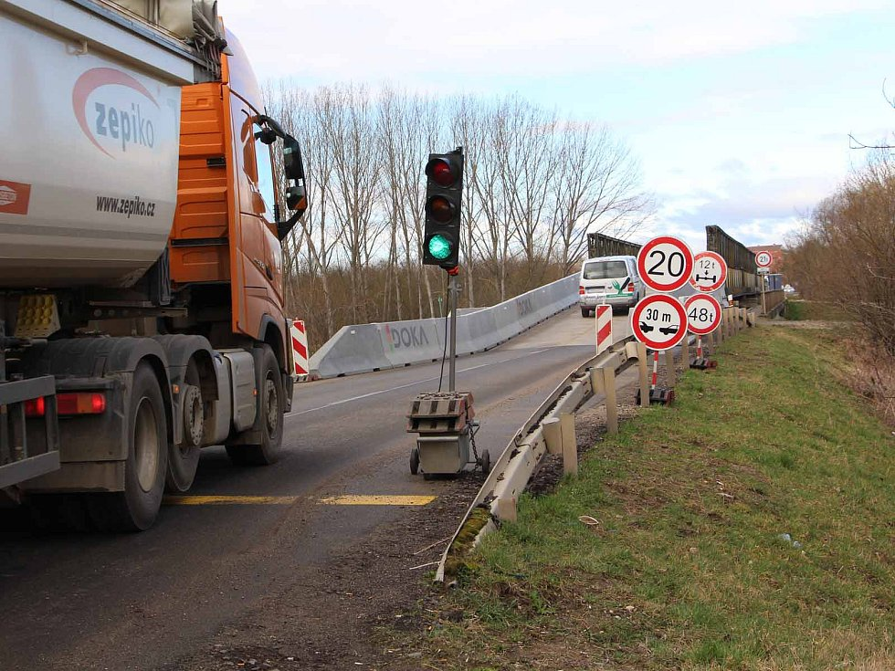 Dopravní omezení u Nových mlýnů,  ilustrační foto.