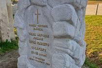 Pomník připomínající místo posledního odpočinku obyvatel oslavanského kláštera zdobí hřbitov.