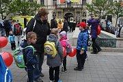 Den linky 155 na brněnském Moravském náměstí.