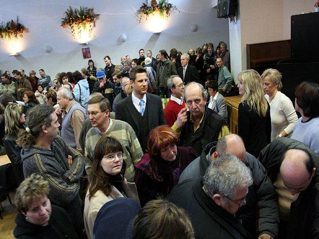 Jednání líšeňského zastupitelstva kvůli plánům stavby domů a ubytoven bylo bouřlivé.