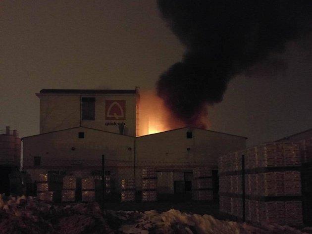 Škodu patrně přes pět milionů korun způsobil nedělní požár jedné z průmyslových budov v Brně-Černovicích.