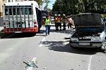 Téměř dvě hodiny nejezdily v neděli Bělohorskou ulicí v brněnských Židenicích autobusy linek 55 a 75. Před půl třetí se tam srazilo osobní auto a autobus linky 55, který jel z Židenic do Mariánského údolí.