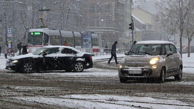 Jižní Moravu zasypal sníh