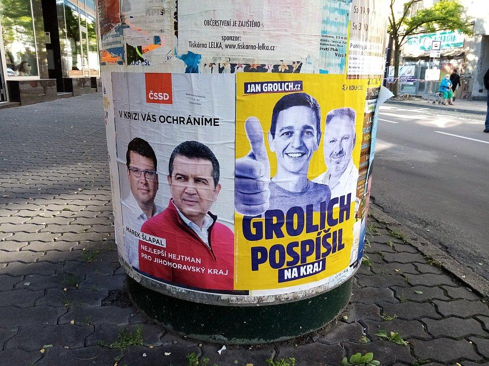 Předvolební kampaň v centru Hodonína před krajskými volbami.