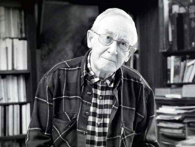 """Ve věku čtyřiaosmdesáti  let zemřel 27. září dramaturg zpěvohry, překladatel, teoretik """"divadla, které mluví, zpívá a tančí"""", profesor Janáčkovy akademie múzických umění, sémiotik a teatrolog Ivo Osolsobě."""