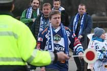 Hokejoví fanoušci brněnské Komety před prvním domácím zápasem play-off s pražskou Spartou.