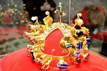 Svatováclavská koruna, symbol české státnosti, dorazila na brněnský hrad Veveří. Návštěvníci si korunu mohou prohlédnout celý víkend.