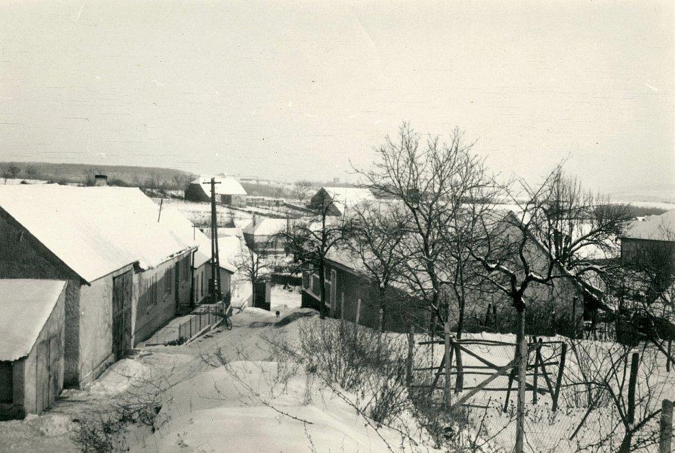 Zima v Morašicích na Znojemsku; rok 1973; ze sbírky Emila Veise.