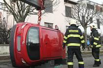 V křižovatce ulic Helfertova a Černopolní se srazila dvě osobní auta.