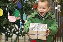Lego, velký autobus, sadu autíček nebo třeba školní pomůcky. To všechno si přejí k letošním vánocům děti, které žijí se svými matkami v Domově svaté Markéty ve Staňkově ulici v Brně.