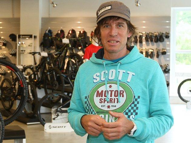Bývalý švýcarský reprezentant v cyklokrosu a závodech na horských kolech Thomas Frischknecht.