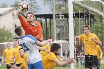 Fotbalisté Tišnova na domácím hřišti nezvládli roli favorita a ve šlágru krajského převoru podlehli Mutěnicím 1:2.