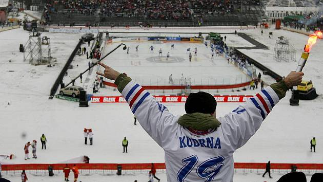 36. kolo hokejové Tipsport extraligy HC Eaton Pardubice – HC Kometa Brno hrané pod širým nebem pod názvem Hockey Open Air Game 2. ledna v Pardubicích.